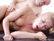 After getting her pussy licked it is only fair she suck on